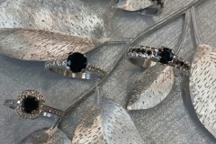 Valkokultaa, Safiireita ja mustia timantteja