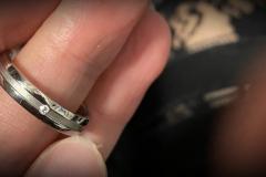 Titaanisormus-aidolla-timantilla